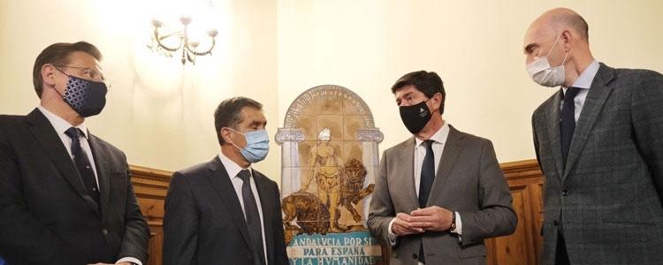 El vicepresidente de la Junta de Andalucía entrega al Tribunal Superior de Justicia una réplica del escudo de Andalucía