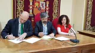 El Centro de Estudios Andaluces y el Ayuntamiento de Coria del Río firman un convenio para ampliar el fondo Blas Infante
