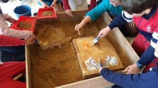 Pequeños navegantes, arqueólogos, alcaldes y concejales en los talleres de la Semana de la Historia