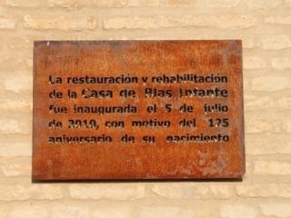 Placa conmemorativa de la reapertura de la casa